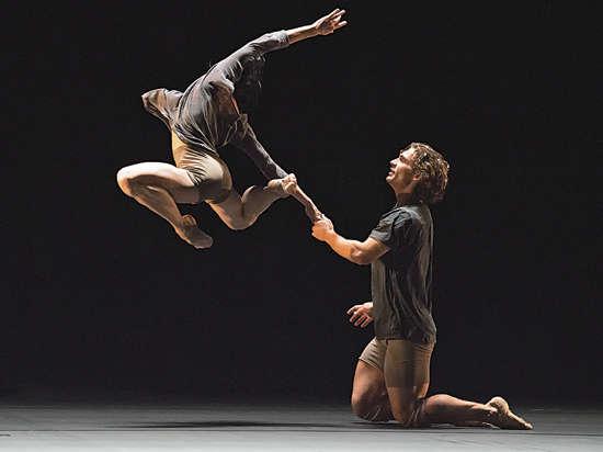 Иван ВАСИЛЬЕВ: «Когда мы танцуем классику, отталкиваемся от пола. А тут надо ползать или падать»