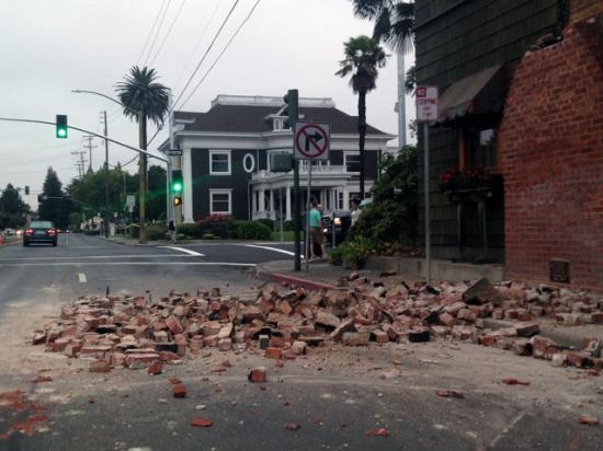 В Калифорнии введен режим ЧС после землетрясения