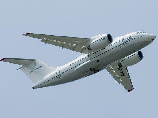 Гражданский самолет с 77 пассажирами на борту не долетел до Петербурга