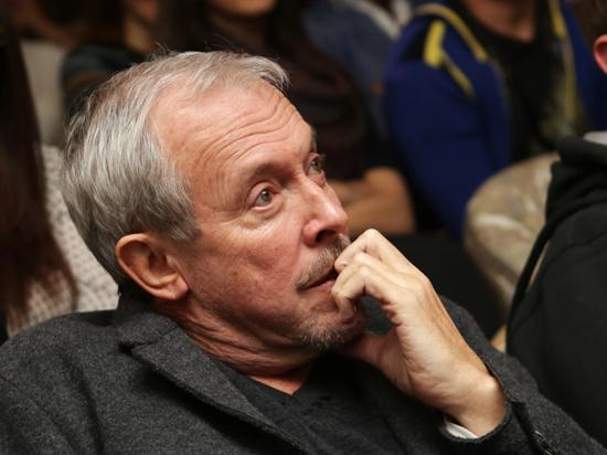 Макаревич посетил разрушенные города Донбасса и спел для беженцев из зоны АТО