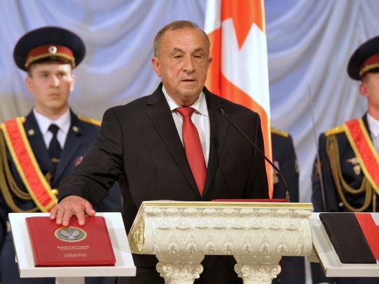 Александр Соловьев принес присягу на русском и удмуртском языках