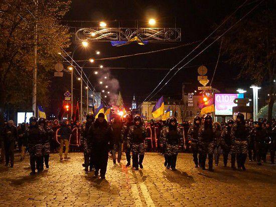Активисты «Правого сектора» в Харькове устроили «марш сопротивления» и сожгли российский флаг