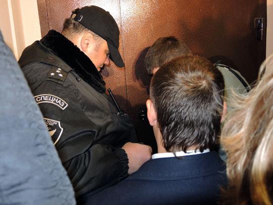 Выселение экс-депутата Госдумы Михайлова из квартиры контролируют журналисты