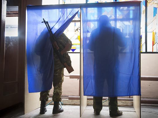 Признать выборы в ДНР и ЛНР мешает «пункт №9» Порошенко