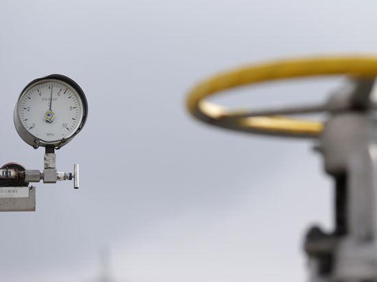 После истерики Яценюка Польша возобновила реверс газа на Украину