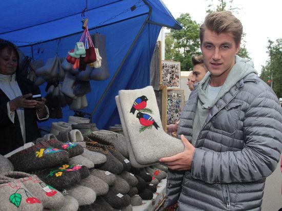 Алексей Воробьев на Базаре покупал валенки, а Алехно - сковороду и горшочек