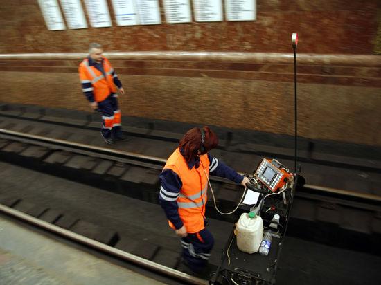ЧП в метро: жены задержанных работников подземки приехали в суд поддержать их