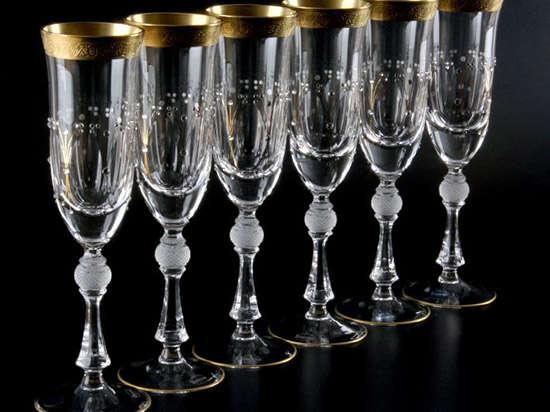 Бокалы для шампанского подчеркивают вкусовые особенности напитка
