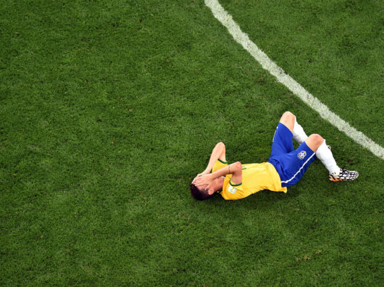 """Хозяева мундиаля за два матча пропустили десять мячей, а Нидерланды завоевали """"бронзу"""" мирового первенства"""
