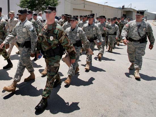 Губернатор штата Миссури «восстанавливает мир»: в Фергюсон призваны в войска Национальной гвардии