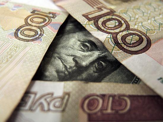 В ходе торгов на Московской бирже рубль резко начал расти в цене