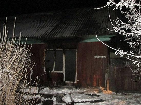 Страшная трагедия в Тюменской области: четверо детей сгорели в запертой квартире, пока их мать пила у подруги