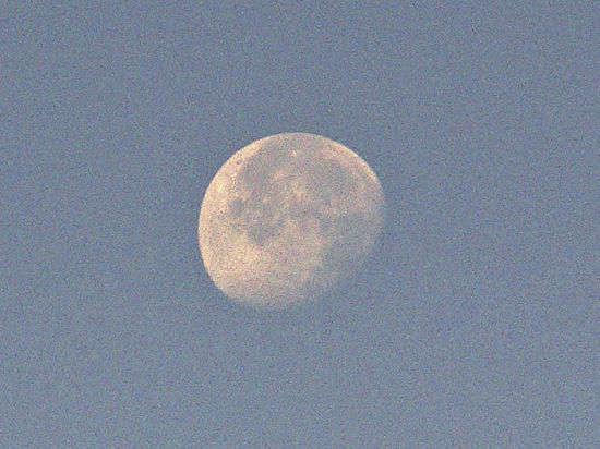 Пилотируемый полет на Луну обойдется России как 40 запусков