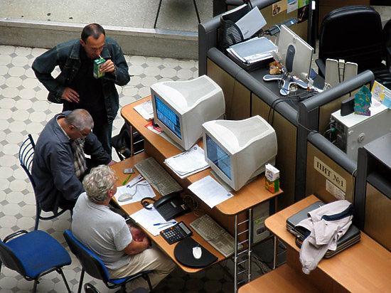 Минфин объявил распродажу остатков валюты: рубль недооценен