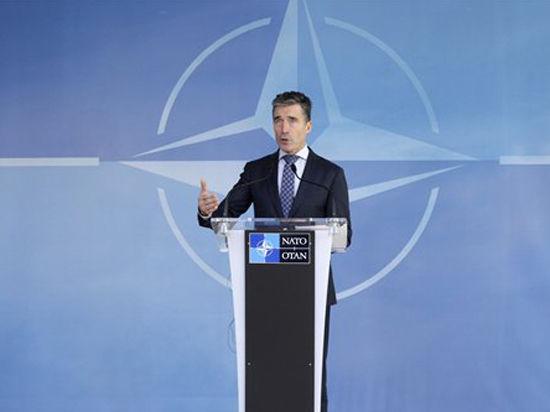 Расмуссен: НАТО придется иметь дело с новым российским стилем ведения войны