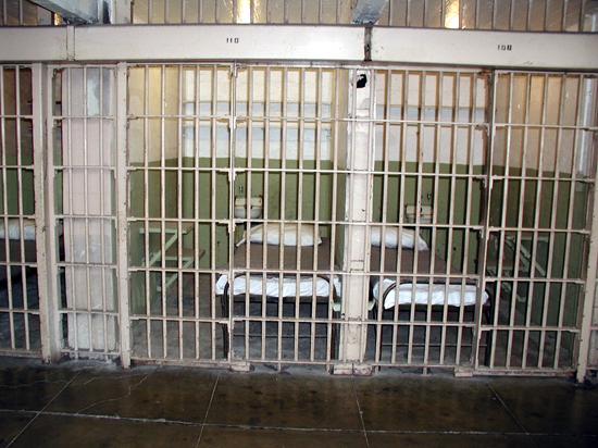 Минюст предложил снизить ограничения для заключенных в тратах денег на продукты