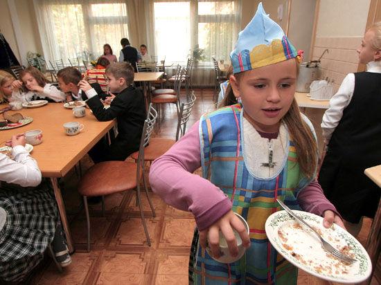 Простому повару придется заплатить до 5000 рублей, а руководству учреждения — до 200 000 рублей