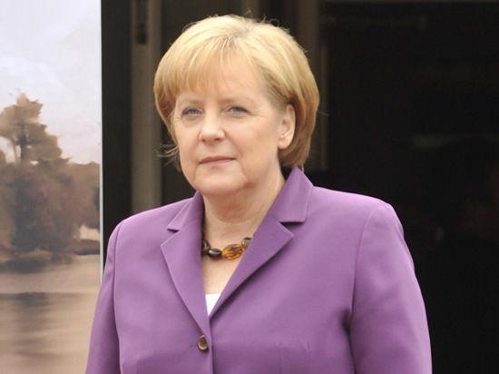 Меркель и Олланд пообещали России новые санкции, а Шредер готов обниматься с Путиным