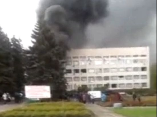 9 мая в Мариуполе: БТР, взрывы, стрельба, пожары и жертвы