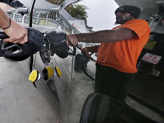 Бензин в США подешевел до минимальных значений за пять лет