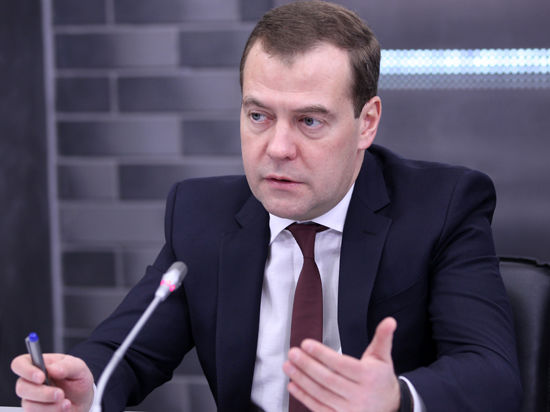 Дмитрий Медведев лично проследит за уровнем цен на продукты