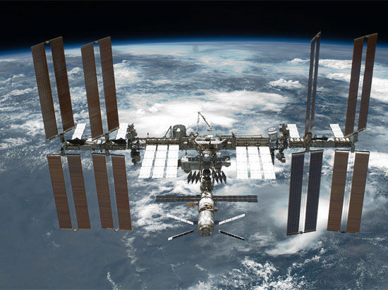 Транспортник «Союз» пристыковался к МКС, первая россиянка ступила на борт космической станции