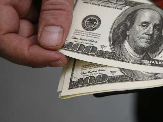 Паника в российских компаниях: банки проявляют интерес к их долларовым счетам