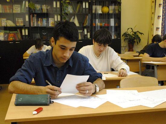 ЕГЭ-2014: с обязательного экзамена по русскому языку удалили около 350 человек