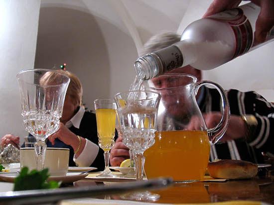 Трудоголизм приводит к алкоголизму - будьте осторожны!