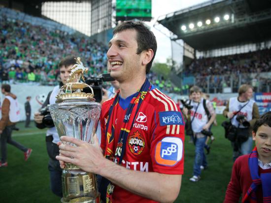 Полузащитник ЦСКА Алан Дзагоев продлил контракт с клубом до 2019 года