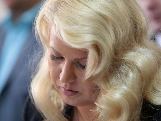 Васильева прочитала стихи в суде: «Птицу в клетке заперли, крылья погубили»