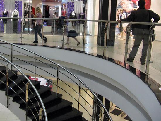 Девочку, которую засосало в фонтан торгового центра, спас случайный посетитель
