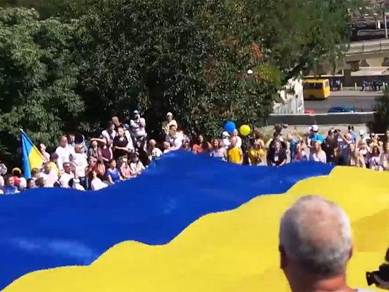 В Португалии украинским болельщикам не дали пронести флаги Украины на матч