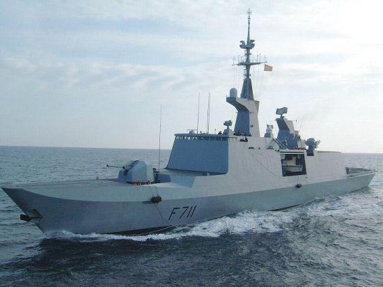 Французский фрегат ведет разведку в 50 км от Крыма. К нему спешит