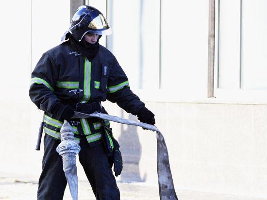 Столичный автосервис сгорел вместе с нелегальным общежитием для мигрантов