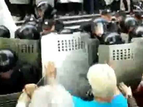 Ополченцы взяли штурмом прокуратуру в Донецке