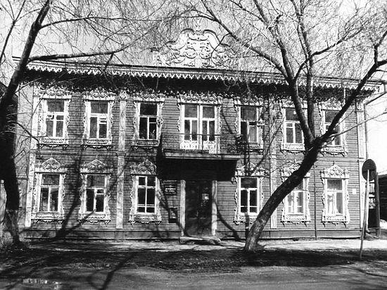 Двухэтажному зданию эпохи деревянного зодчества вернут первозданный облик на средства благотворительного фонда