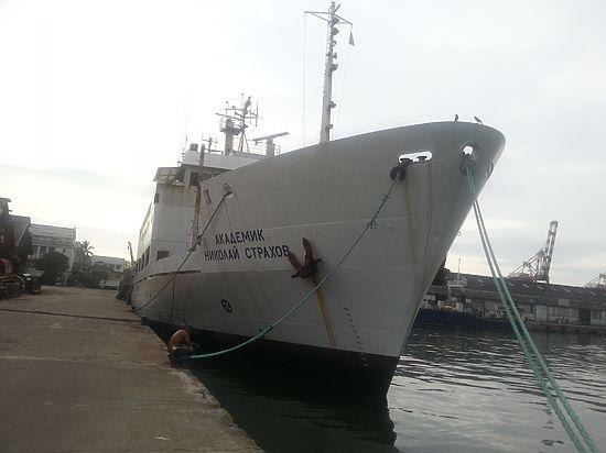 Капитан Николай Морозов в эксклюзивном интервью «МК» рассказал о том, как команда больше недели жила в экстремальных условиях, и как моряков откармливал борщом российский посол