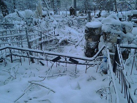 Благоустройство одного из старейших кладбищ Архангельска закончилось вандализмом