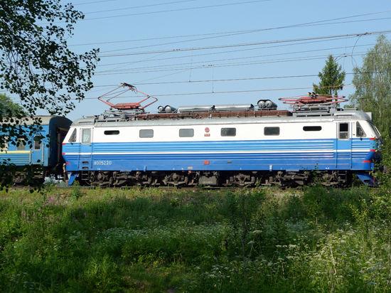 Пассажирский поезд в Бекасово протаранил негабаритный контейнер