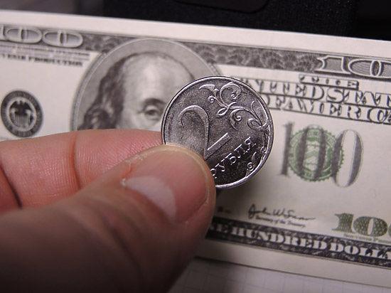 Курс доллара превысил 72 рубля утром в среду на Московской бирже