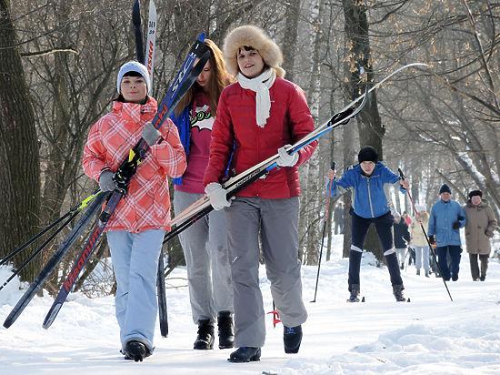 Лыжню! Как выбрать беговые лыжи и где на них покататься