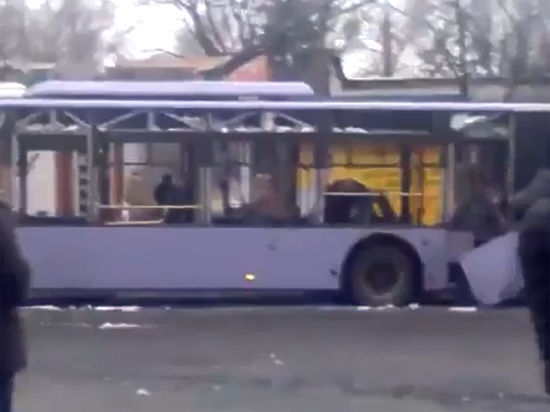 Под перемирие на Украине подложили троллейбус