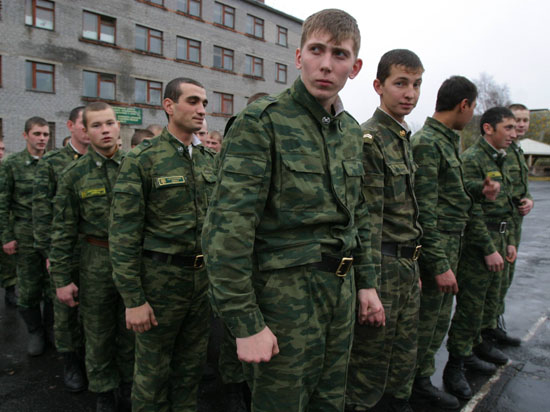 В воинских частях Москвы стало меньше рукоприкладства