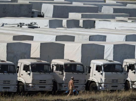 Второй  гуманитарный конвой для Донбасса застрял на границе России и Украины