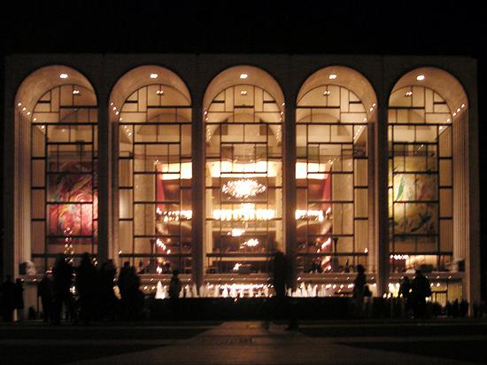 Метрополитен-опера откроет сезон вовремя
