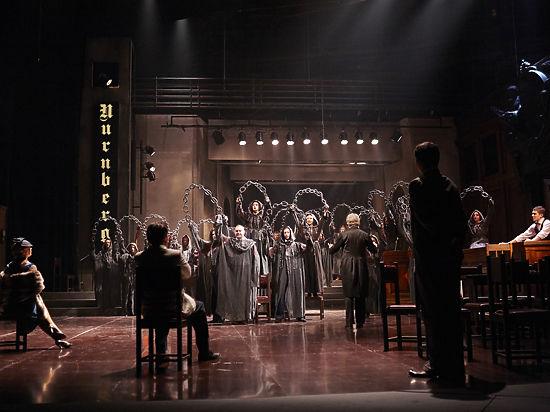 В молодежном театре идет судебное  разбирательство
