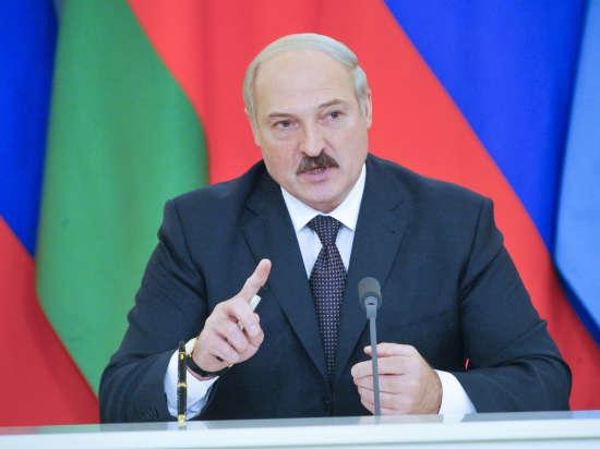 Лукашенко пообещал помочь Порошенко нефтью несмотря на