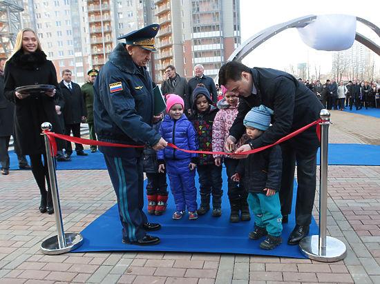 На открытии в Красногорске космической аллеи Евгений Миронов признал, что они с Алексеем Леоновым — одно лицо