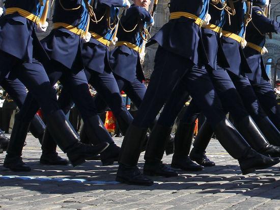 Киевляне встретят Первомай под лязганье танковых гусениц